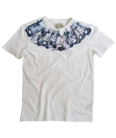 This fashionable cash tee will bring some bling to your wardrobe